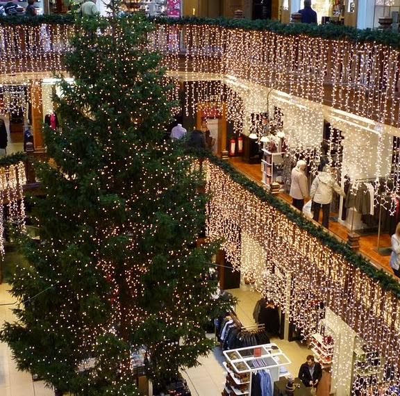Light Shop In Edinburgh: Jenners Christmas Tree 2010