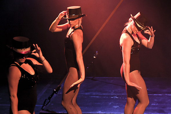 Bring on the dancing girls - Vive Le Cabaret