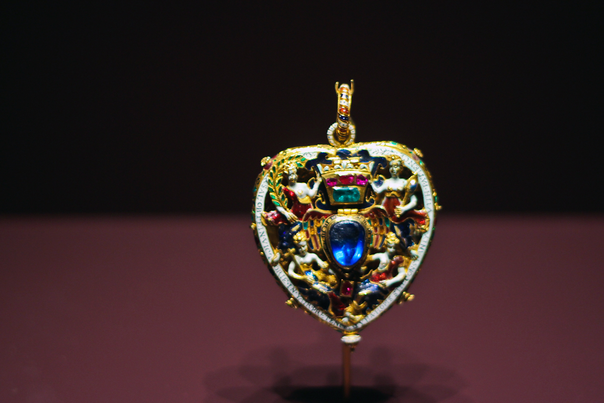 Edinburgh exhibition mary queen of scots national for Mary queen of scots replica jewelry