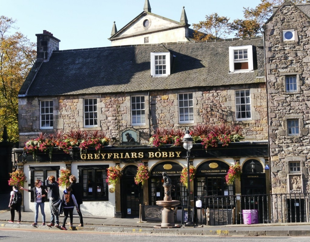 Greyfriars Bobby bar at the top of Candlemaker Row