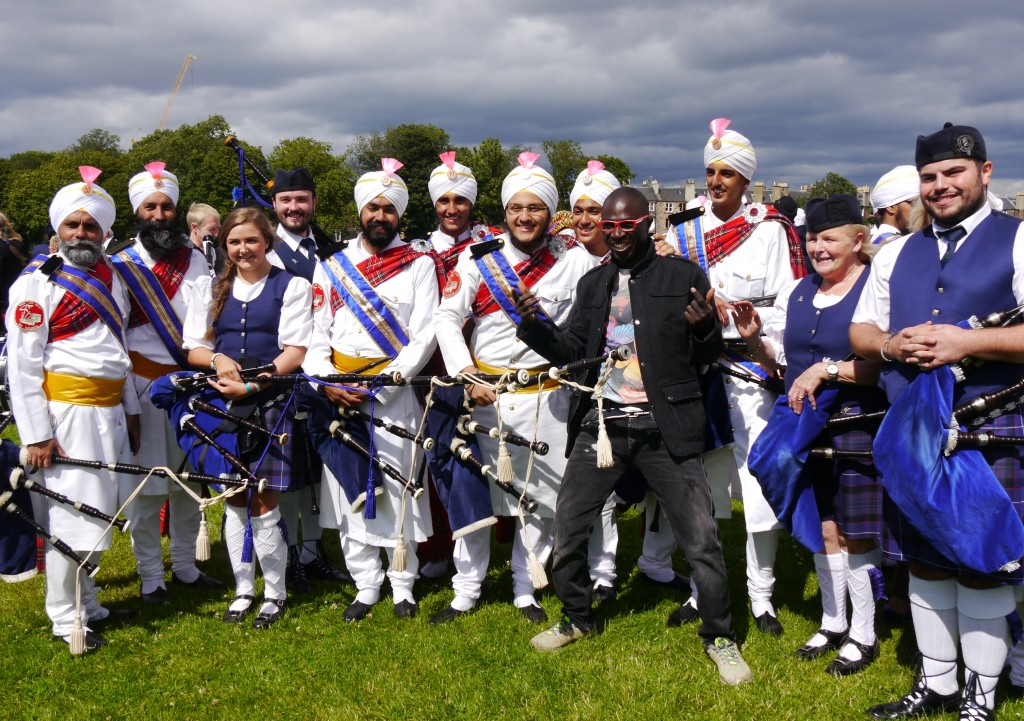 Sri Dasmesh Pipe Band form Malaysia, Scottish pipers and a tourist from Switzerland!