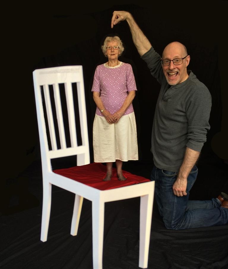 Professor Richard Wiseman demonstrating an optical illusion.