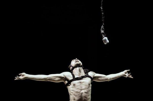 Lars Eidinger plays Richard III in Thomas Ostermeier's production of the same name. Photo: © Arno Declair