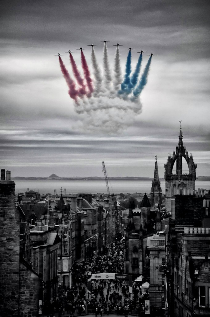 The Red Arrows flew over Edinburgh. Photo by Dark Edinburgh.